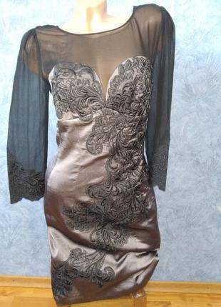 Шикарное вечернее платье миди по фигуре с сеточкой и вышивкой