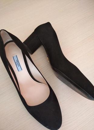 Шикарные замшевые туфли-лодочки prada