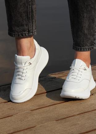 Белые кожаные кроссовки. обувь от производителя!