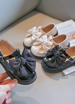 Туфли лаковые с бантом
