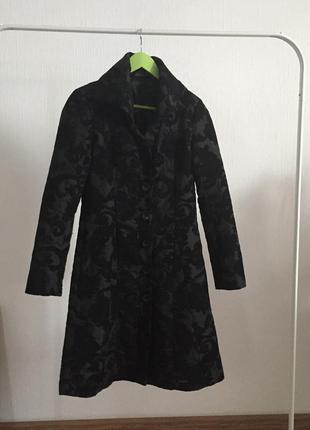Пальто черное красивый узор desigual