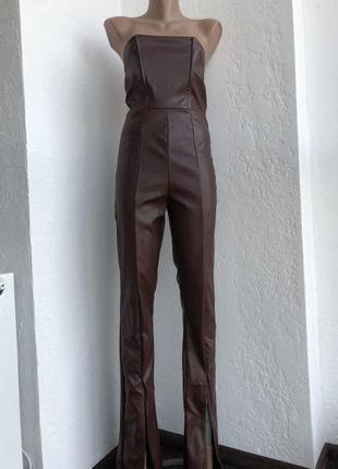 Кожаный комбинезон с штанами-клёш и трендовыми распорками
