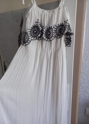 Продам красивое белое платье yessica(40)