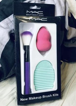 Маленький приятный набор для вашего макияжа