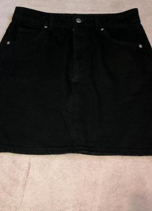 Чёрная джинсовая юбка