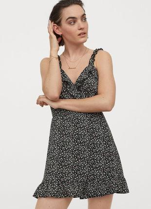 Короткое платье с оборками и запахом спереди h&m
