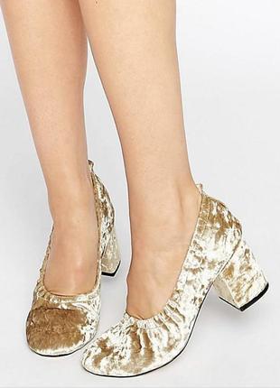 Трендові велюрові туфлі на широких підборах