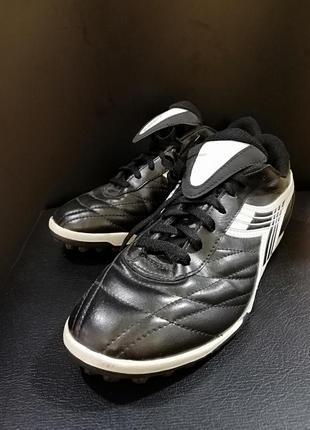 Кроссовки от известного бренда