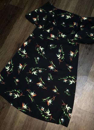 Defacto чёрное миди платье в цветочный принт спущенные плечи