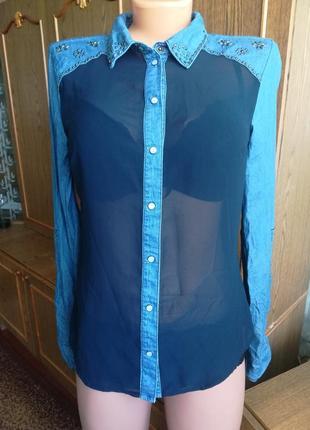 Джинсовая рубашка с шифоновыми вставками.