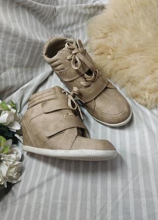 Бежевые/песочные кроссовки сникерсы 38р