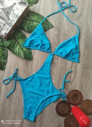 Голубой купальник монокини, монокіні