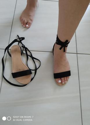 Трендові босоніжки з завязками asos