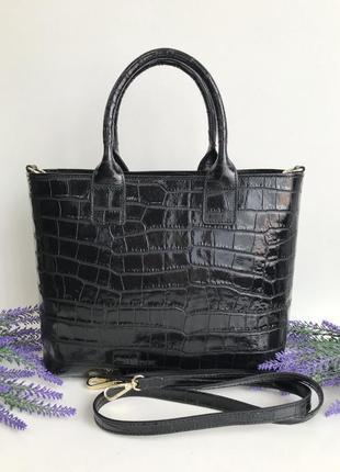 Кожаная женская классическая сумка с теснением рептилия чёрная на коротких  ручках vezze италия фурнитура золото vera pelle
