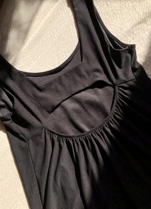 Чёрное мини платье с открытой спиной