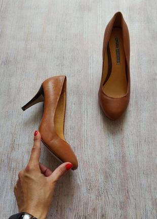 Buffalo london, классические кожаные туфли лодочки в коньячном цвете
