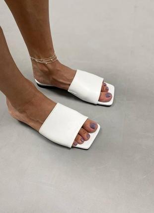 Стильные кожаные шлепанцы с квадратным носком