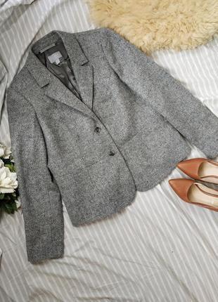 Женский шерстяной пиджак серого цвета 42р