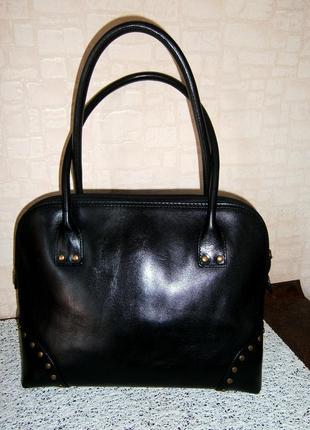 Стильная. повседневная сумка из натуральной кожи с длинными ручками. jihn lewis. италия.