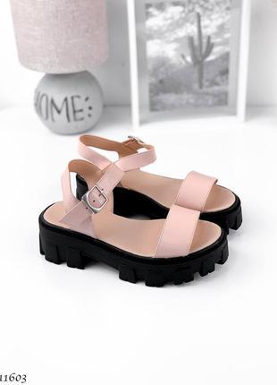 Босоножки боссоножки сандалии туфли натуральная кожа пудровые бежевые на высокой подошве тракторной