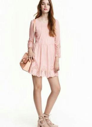 Нежное пудрового цвета шифоновое платье от бренда h&m