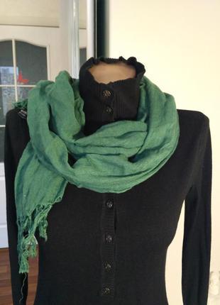 Зелёный шарф платок