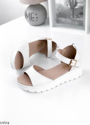 Босоножки боссоножки бежевые белые сандалии натуральная кожа трендовые