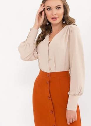 Вишукана світло-бежева блуза з мокрого шовку на довгий рукав