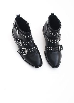 Шикарные ботиночки с заклепками