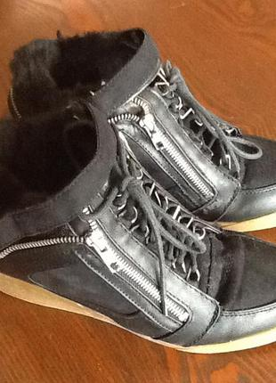 Зимние ботинки скрытая танкетка