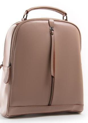 Женский кожаный рюкзак изготовлен из натуральной плотной кожи.