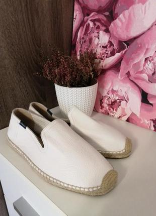 Обувь кожанная - лоферы 41р белые soludos