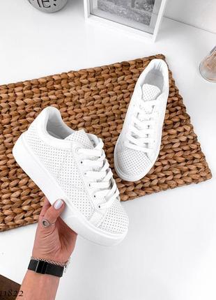Кеды кроссовки белые на высокой подошве с перфорацией