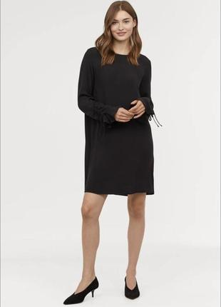 Черное короткое платье из вискозы