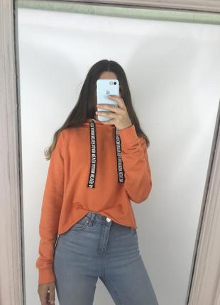 Оранжевое тёплое худи