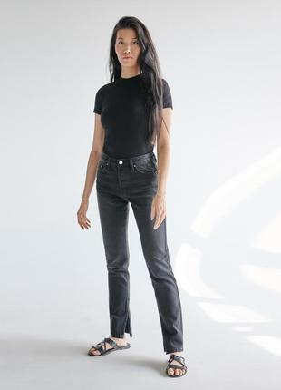 Новые джинсы с разрезами снизу sinsay