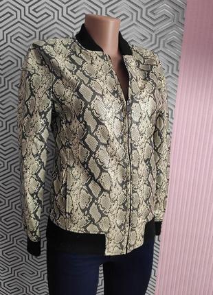 Куртка кожаная в анималистический принт питона с карманами размер 34 amisu