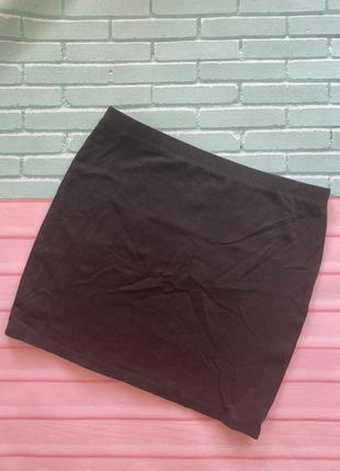 Чёрная короткая юбка