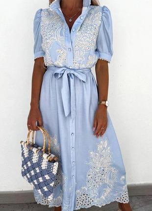 Платье с вышивкой на пуговицах