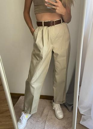 Брюки свободного кроя с защипами мом джинсы высокая посадка
