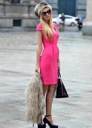 Платье футляр цвета фуксии