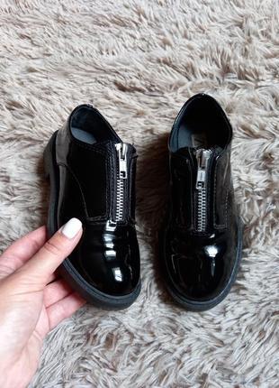 Лаковые лоферы zara,туфли для школы