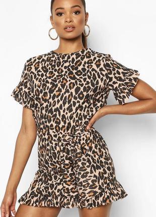 Платье с завязкой на талии, оборками и с леопардовым принтом