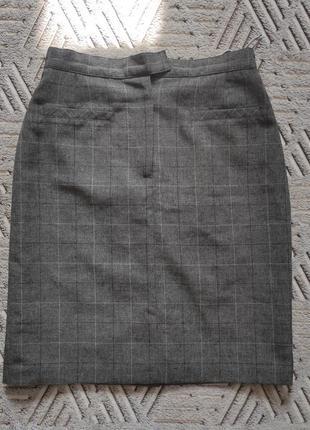 Серая классическая юбка в клетку до колен