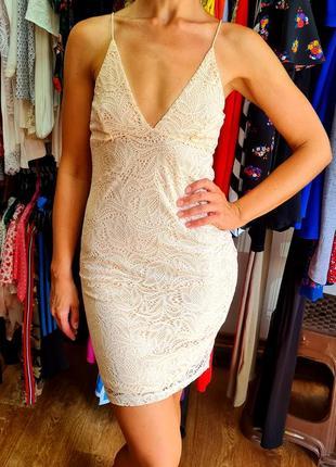 Красивое нежное нейлоновое платье