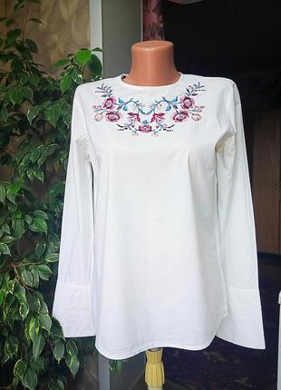 Хлопковая блузка с вышивкой