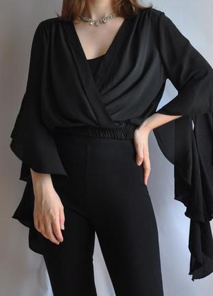 Черный топ на запах с оригинальными расклешенными рукавами укороченгый кроп кроптоп блузка воланами готический гот блуза кофта хэллоуин halloween