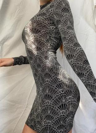 Вечернее платье с открытой спиной с блестками