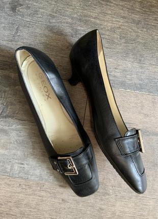 Туфли натуральная кожа с квадратным носом каблук рюмочка чёрные geox