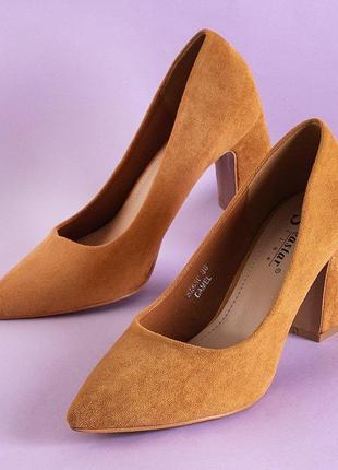 Світло-коричневі жіночі туфлі
